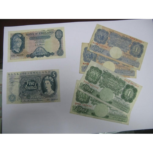 386 - Six Bank of England Banknotes, comprising of five pounds (O'Brien) C25 462228, five pounds (Hollom) ...
