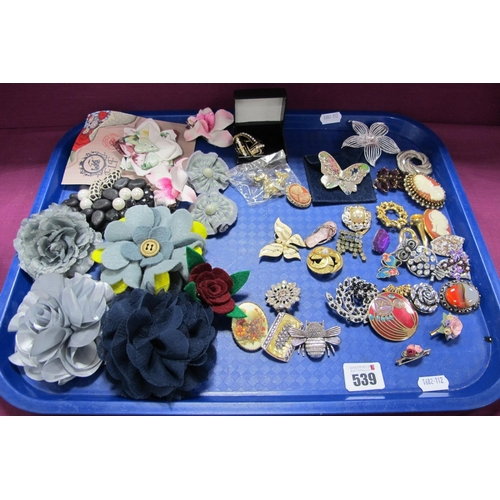 539 - A Mixed Lot of Assorted Modern and Vintage Style Brooches, including cameo style, butterflies, flora...