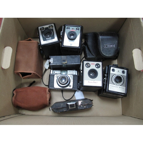 758 - Yashica 35 Electro with f-4.5mm Lens - Cased, Brownie Model D box camera, Coronet consul, Kodak Brow...