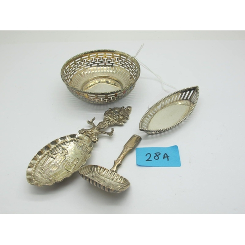 28A - A Hallmarked Silver Caddy Spoon, I.T(?), Birmingham 1822, the rounded rectangular bowl detailed with...