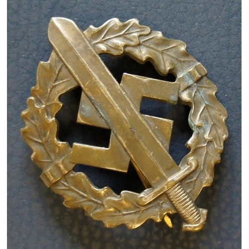 56 - German SA Sports pin badge in bronze, stamped verso, LIGENTUM D. CHEFS D. , LHR. LAUER NURNBERG-BERL...