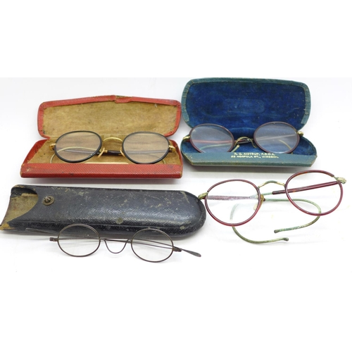 639 - Four pairs of vintage spectacles, three cased, one pair a/f...