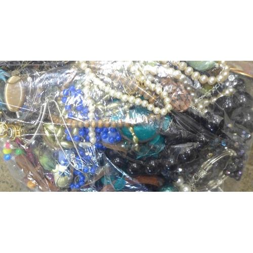 707 - Fashion jewellery, 1.68kg...