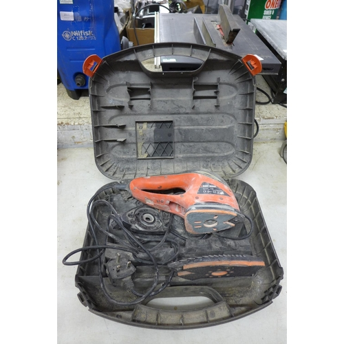 2006 - Black & Decker Sandstorm sander - in case - W...