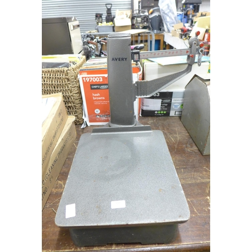 2044 - Set of Avery ex Post Office scales - maximum 100kg...