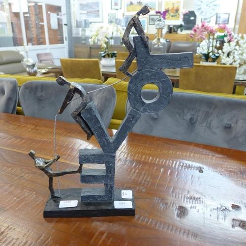 1314 - A love sculpture (BB237)   #...