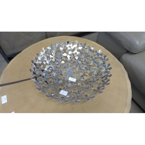 1339 - A large metal petal pattern platter (PTBL25)   #...