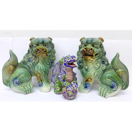 609 - Three Chinese dogs of foe...