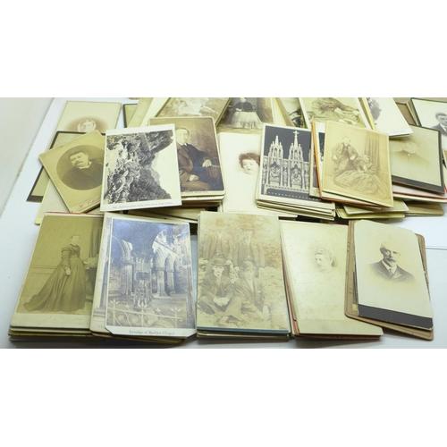 653 - A collection of carte de visite, over 180...