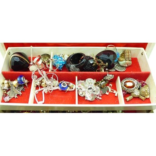634 - A jewellery case of costume jewellery...