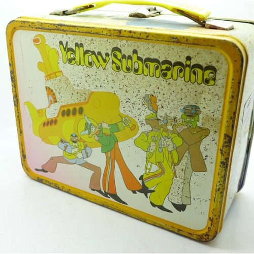 637 - A Beatles Yellow Submarine 1960's lunch box...