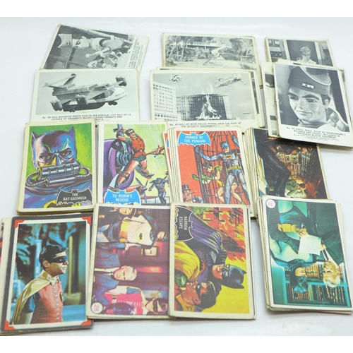 648 - 32 black and white Thunderbirds cards and 47 Batman cards, various...