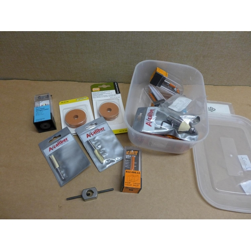 2002 - Tub of various router cutters by Axcaliber, Orange & Trend, 3 Proxxon sanding discs, etc....