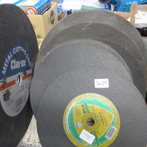 2039 - 15 x Metal/concrete cutting discs, various brands, 3 x 14