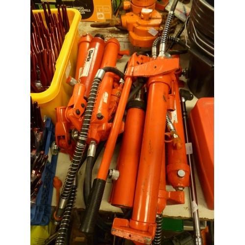 2026 - 5 Hydraulic pumps & 5 rams, ½ ton spreader