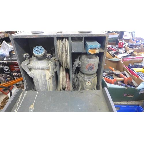 2030 - Hydrovane 240v Professional paint spraying kit - 2 sprayers with tank, comp, hoses, etc.