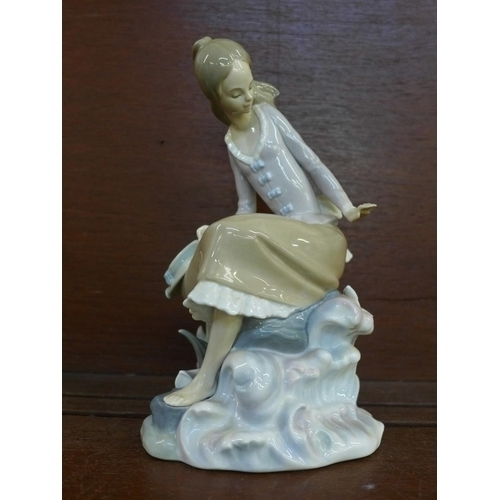 604 - A Lladro Girl at the Seaside/Pond figure, model no. 4918, year issued 1974, retired 1985, sculptor S...