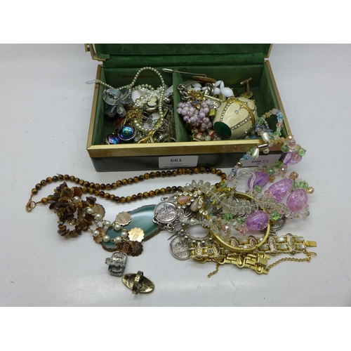 661 - Vintage jewellery and a jewellery box...
