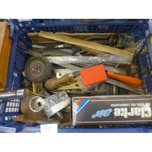 2025 - Crate of assorted tools inc. air tool oil lubricator, etc....