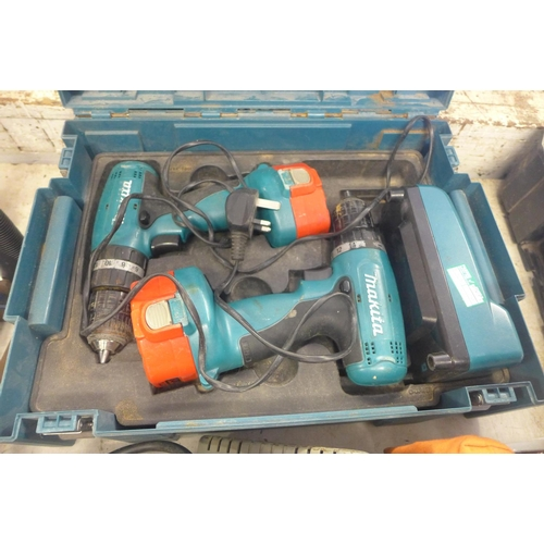 2045 - 2 Makita cordless drills (14.4v) with 2 batteries and charger - in case - W...