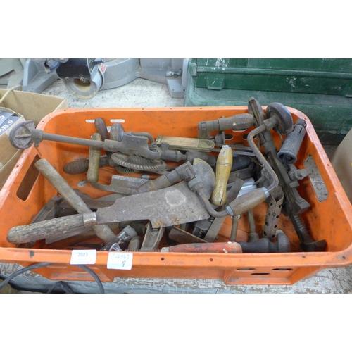 2023 - Tub of various tools...