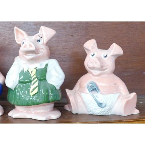 619 - Five Wade Nat West pig money banks...