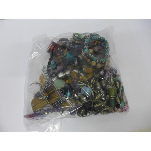 639 - Gemstone and glass bead jewellery including amethyst, tigers eye, etc....