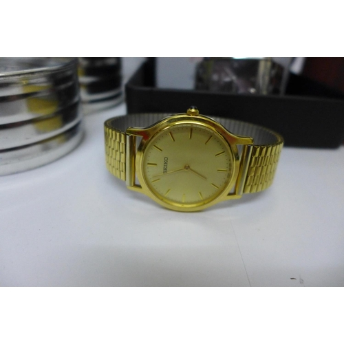 659 - Wristwatches including Seiko, Accurist, Fossil and Storm...