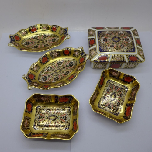 667 - Two pairs of Royal Crown Derby 1128 pattern trinket dishes and a lidded box...