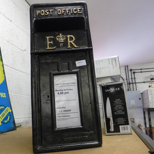 2071 - Reproduction black metal post box with key * this lot is subject to vat...