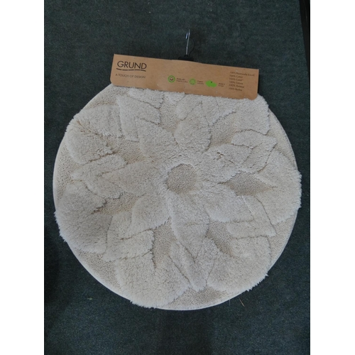 3015 - Two mixed style bathroom mats and Pimpernel place mats * This lot is subject to VAT...