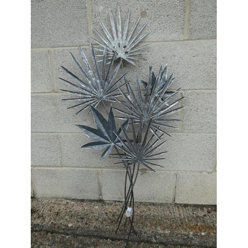 3024 - A metal leaf wall art piece * This lot is subject to VAT...