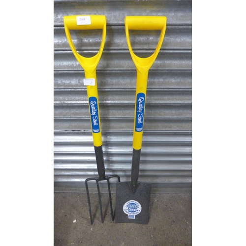 2068 - Draper steel garden spade and fork set - unused * This lot is subject to VAT...
