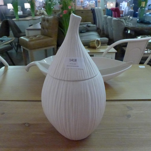 1418 - A Husk ivory ceramic lidded jar (503402)   #...