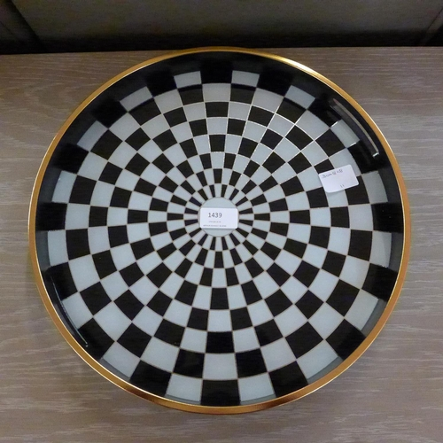 1439 - A circular black and white checkers design tray (MT50B15)   #...