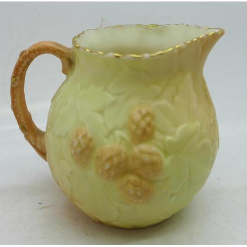 641 - A small Worcester Locke & Co. cream jug...