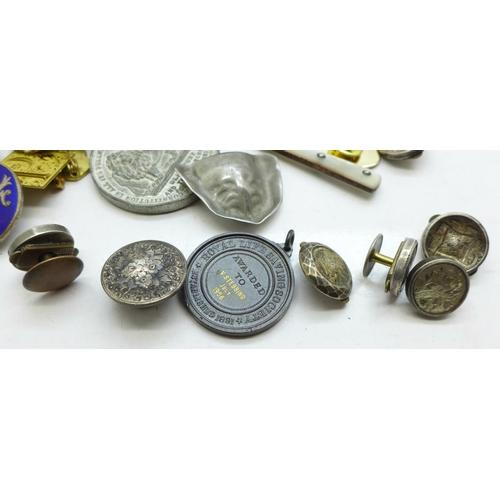 658 - Victorian solitaire buttons, an Art Deco style bulldog figure, badges, a compass, etc....