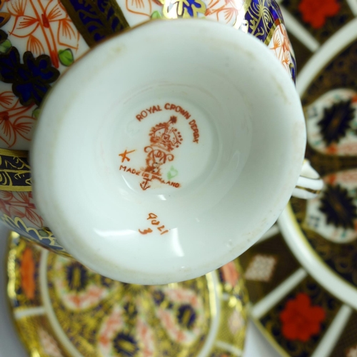 622 - A Royal Crown Derby 1128 dinner plate, cup and saucer, two pin trays and a small dish