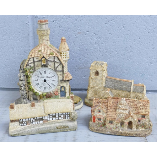 653 - A box of Lilliput Lane cottages and The Water Mill Clock, clock a/f(14)...