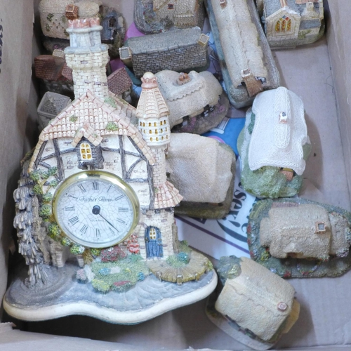 653 - A box of Lilliput Lane cottages and The Water Mill Clock, clock a/f(14)