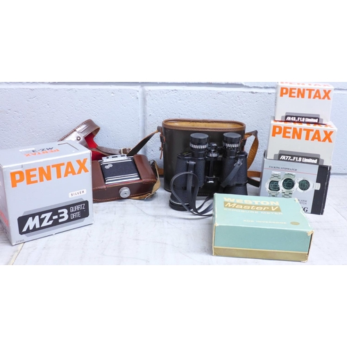 654 - A Pentax MZ-3 camera, two lenses; 43mm F1.9 and 77mm F1.8, a Weston Master V exposure meter (all box...