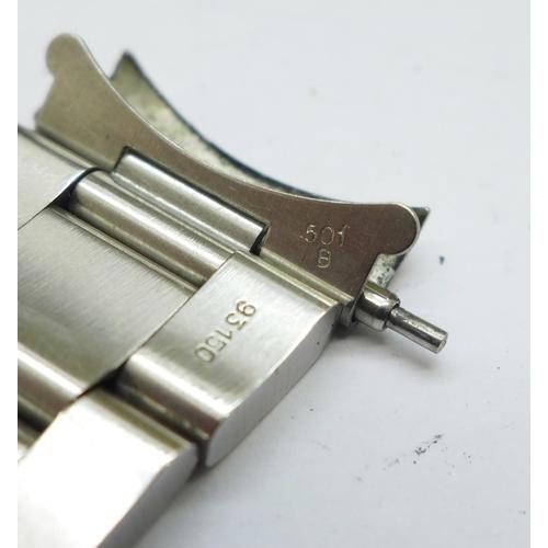 901 - A Rolex Submariner Superlative Chronometer Date wristwatch, 1000ft=300m, ref. 16610, serial number E...