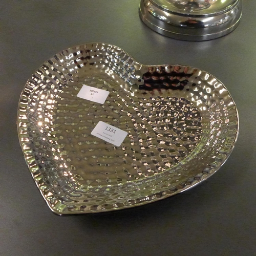 1356 - A silver ceramic dimple effect heart shaped dish (1784005)   #...