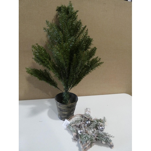 3022 - An artificial tree in pot (80cm / loose base) and a pre-lit star decoration (23cm)...