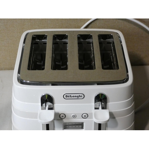 3002 - Delonghi White Toaster   (207-460)  * This Lot Is Subject To Vat...