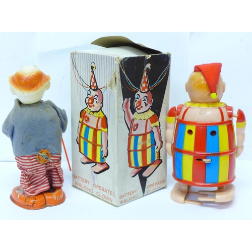 645 - A plastic Battery Operated Walking Clown, made in Hong Kong, box lacking top, and a tin-plate and pl...