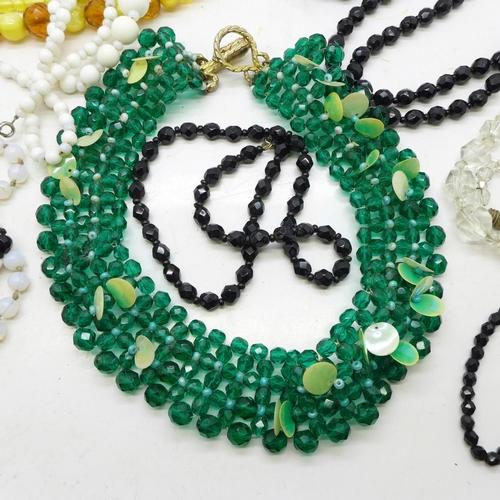 631 - Vintage glass bead jewellery...