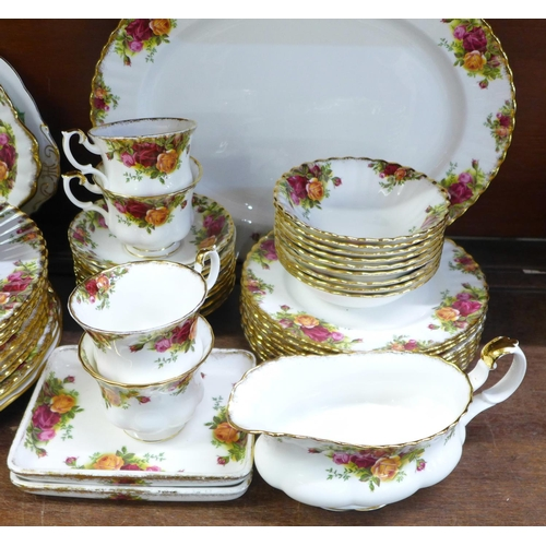 641 - Royal Albert Old Country Roses dinner service, eight setting, eight tea cups, nine saucers, sixty pi...