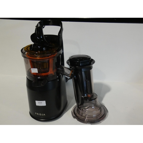 3009 - Fridja F1900/Blk Powerful Juicer (208-42) * This Lot Is Subject To Vat...
