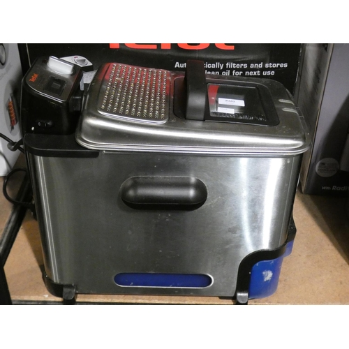 3020 - Tefal Oleoclean Fryer with box   (208-122) * This Lot Is Subject To Vat...